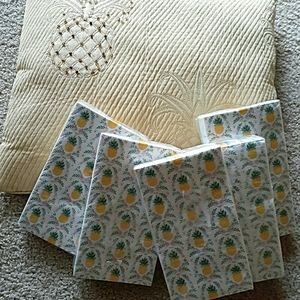 5 packages of pineapple party napkins